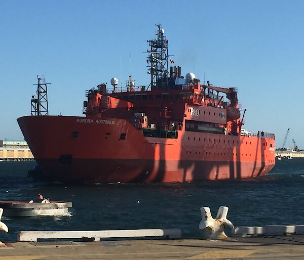 The Aurora Australis arriving in Fremantle
