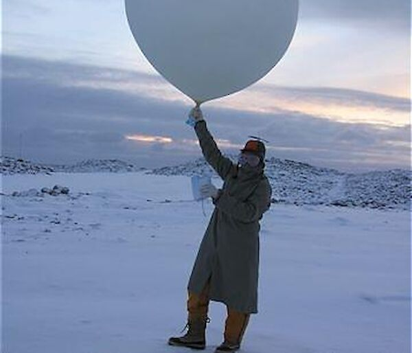 Expeditioner with weather balloon