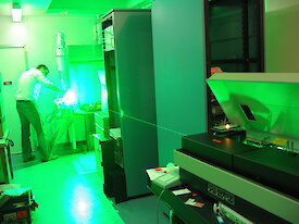 Shooting a green beam of light from the new laser for testing purposes at the Kingston laboratory