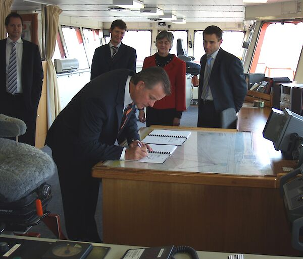Signing of Aurora Australis five-year contract