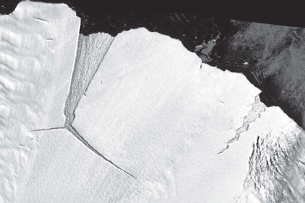 Researchers call it the 'loose tooth', a 900 square km iceberg rifting from east Antarctica's largest ice shelf.
