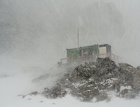 Rumdoodle Hut 2005 during a blizzard.