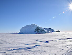 An spectacular jadeberg on the traverse back from Colbeck — Mawson.
