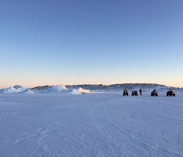 Three expeditioners on the sea ice out to drill the sea ice thickness