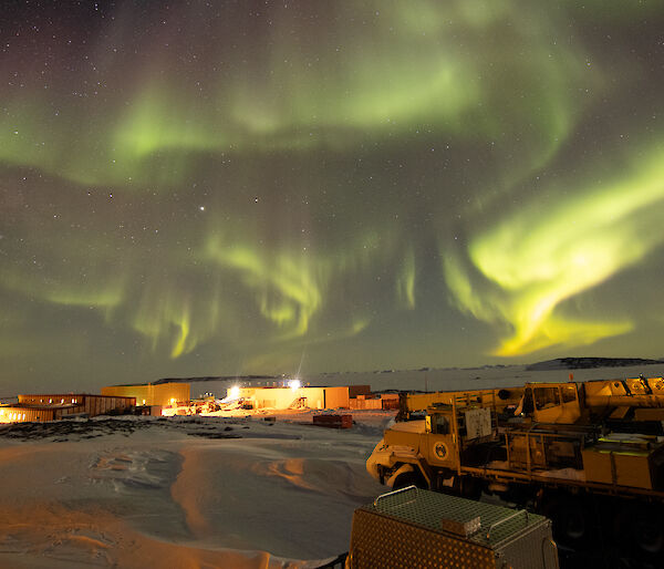 Aurora Australis green sky over station